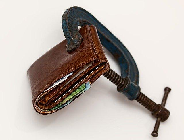 Photo d'un portefeuille fermé à l'aide d'un éteau